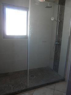 fausse douche l italienne et imitation pierre carr 39 elle. Black Bedroom Furniture Sets. Home Design Ideas